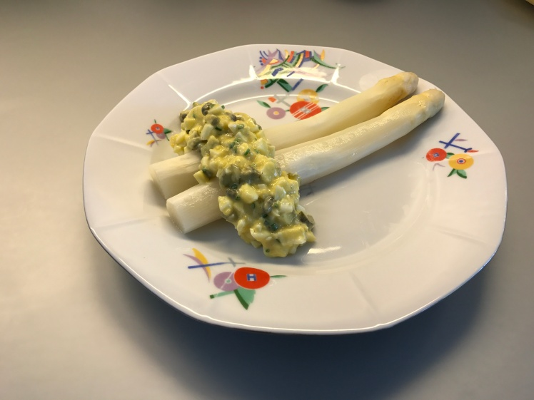 Asparagus with Sauce Gribiche © cadwu