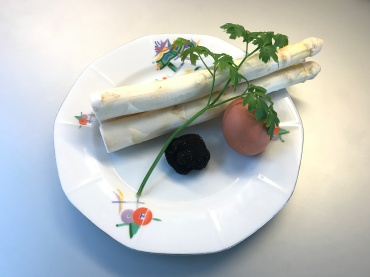 ingredients of White Asparagus with Summer Truffle