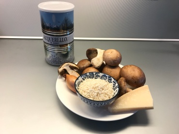 Ingredients of Risotto with Mushrooms © cadwu