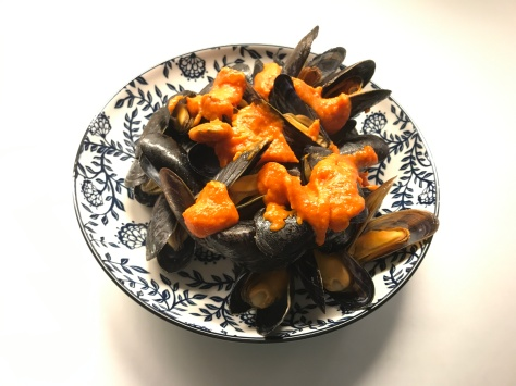 mussels with spicy tomato sauce or piri piri © cadwu
