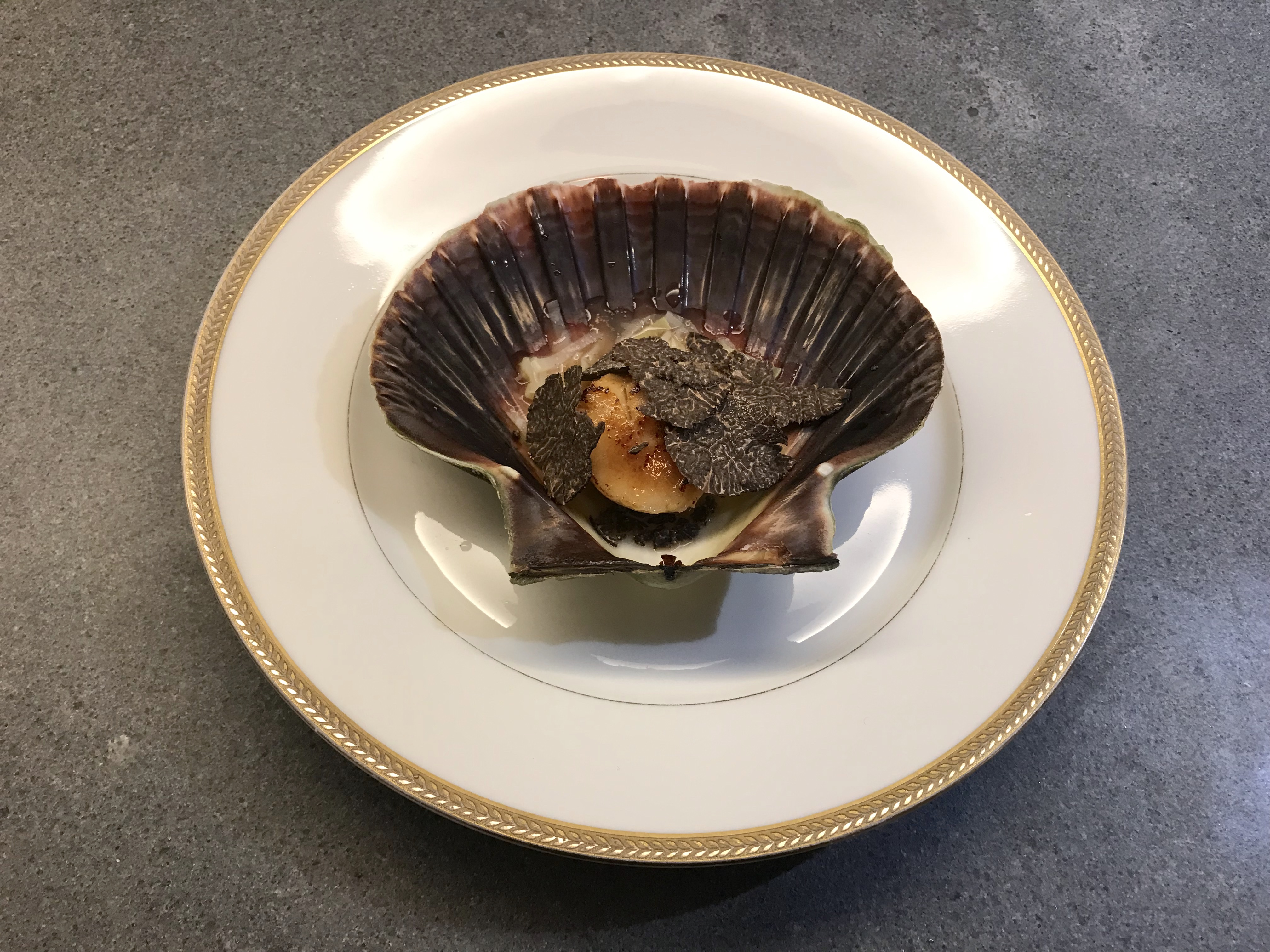 Scallops or Coqcuilles Saint Jacques with Winter Truffle © cadwu