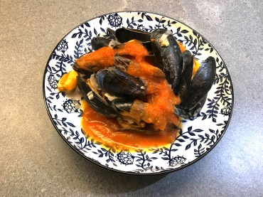 Mussels with Spicy Tomato Sauce © cadwu
