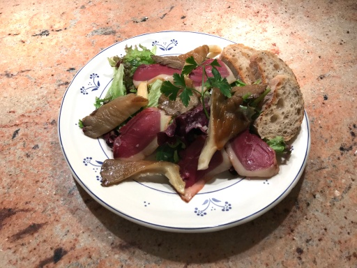 Salad with Oyster Mushroom and Smoked Breast of Duck © cadwu