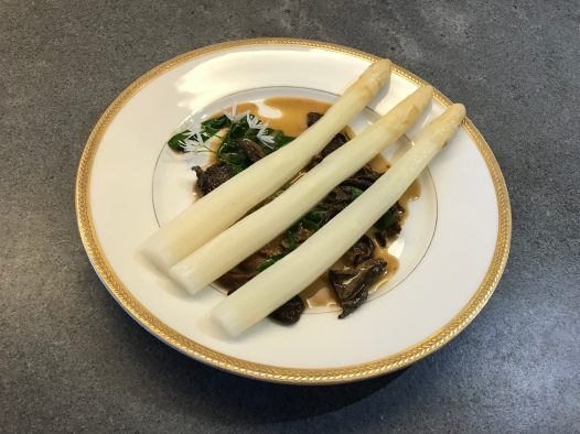 White Asparagus with Morels and Ramson © cadwu
