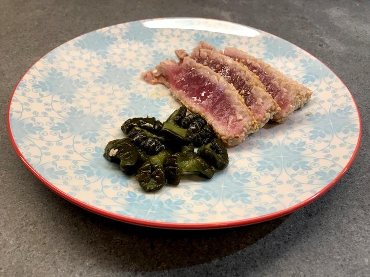 Tuna with Sesame Seeds and Pickled Cucumber © cadwu