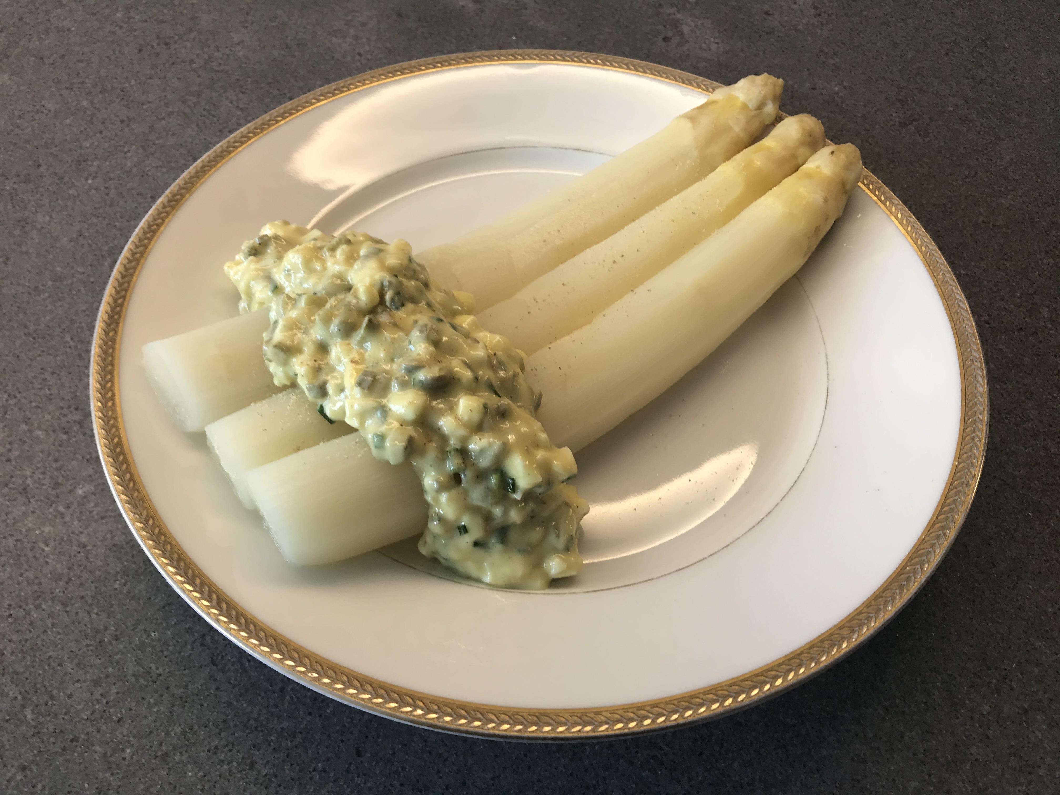 Sauce Gribiche with White Asparagus © cadwu