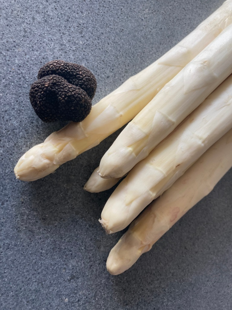 White Asparagus and Truffle ©cadwu